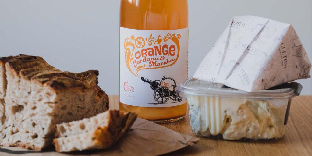 Pan, queso y vino, la trinidad del buen comer en la Carrera de San Francisco